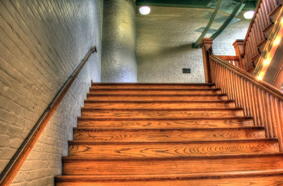 מדרגות מעץ מחירים