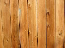 בניית גדר עץ